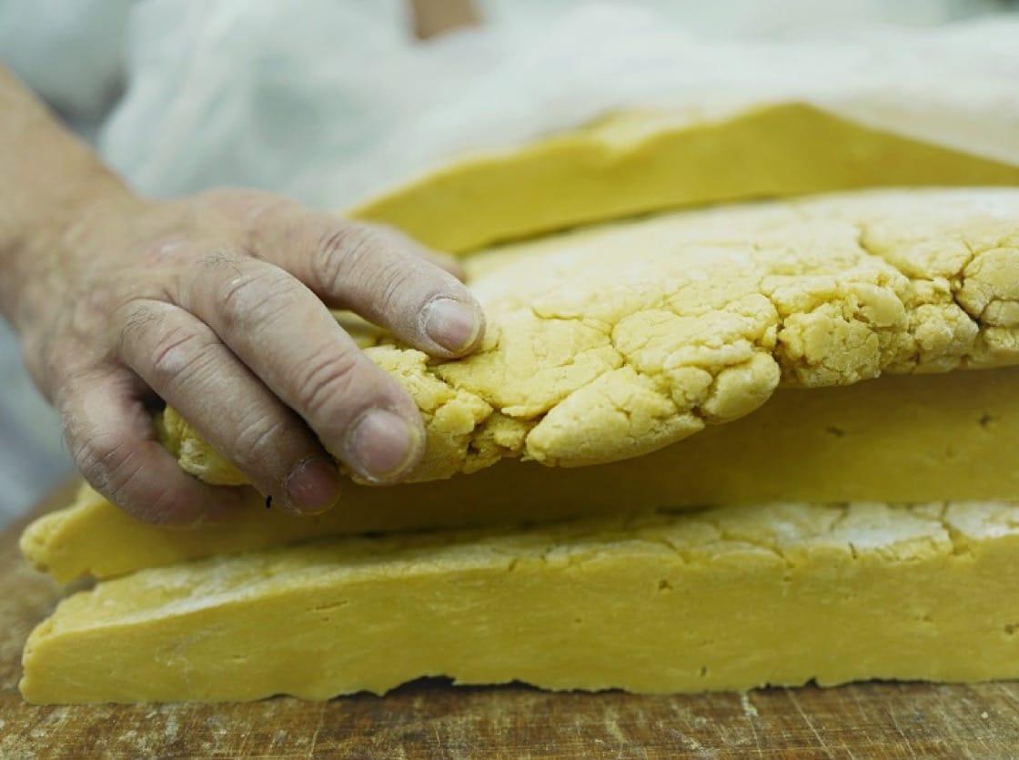 竹昇壓的麵糰,充滿彈性和光澤,散發生命力。(圖片:謝嫣薇)