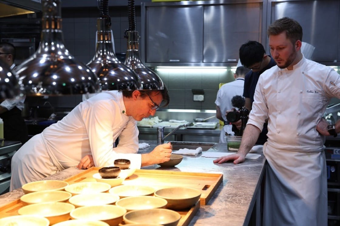 Yannick Alléno應徒弟,台北蘭餐廳主廚Gildas Périn之邀,在STAY歇業一年半之後,重回台灣舉辦餐會。(照片:蘭餐廳提供)