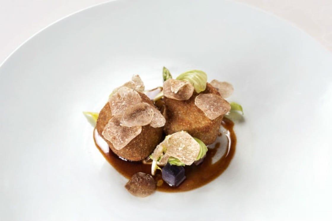 星級的餐廳,星級的菜式,連藝術品也是星級的。(圖片:8½ Otto e Mezzo BOMBANA)