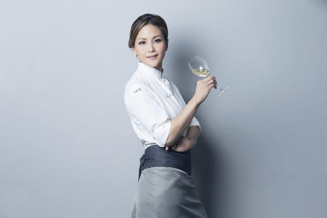 https://d3h1lg3ksw6i6b.cloudfront.net/media/image/2019/03/26/aa9259e0b09d44f49cb5c44892990b95_Veuve+Clicquot+Asia%27s+Best+Female+Chef+2015_Vicky+Lau_5.jpg