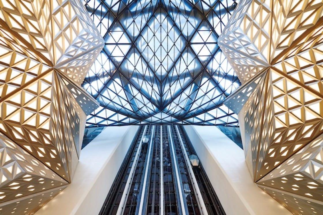 摩珀斯的大堂設計,充滿幾何美。