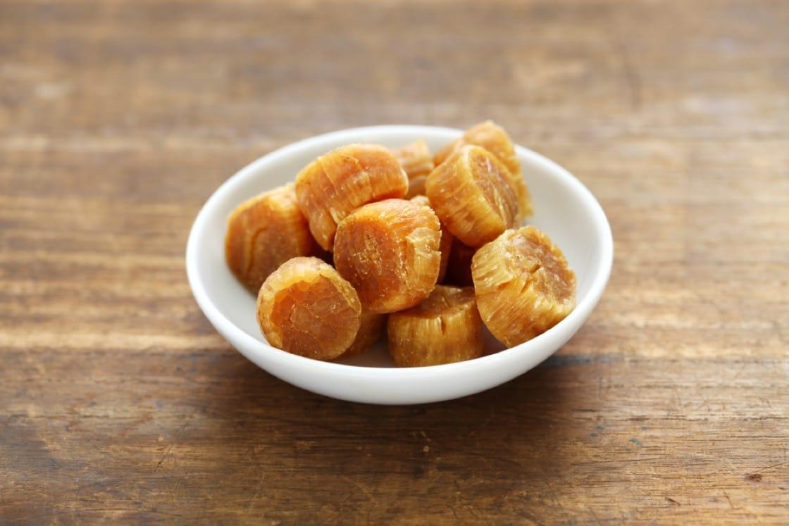有說名廚黃永幟因見到日本人愛吃元貝乾作小食,引發他用瑤柱創作出 XO 醬。(資料圖片)