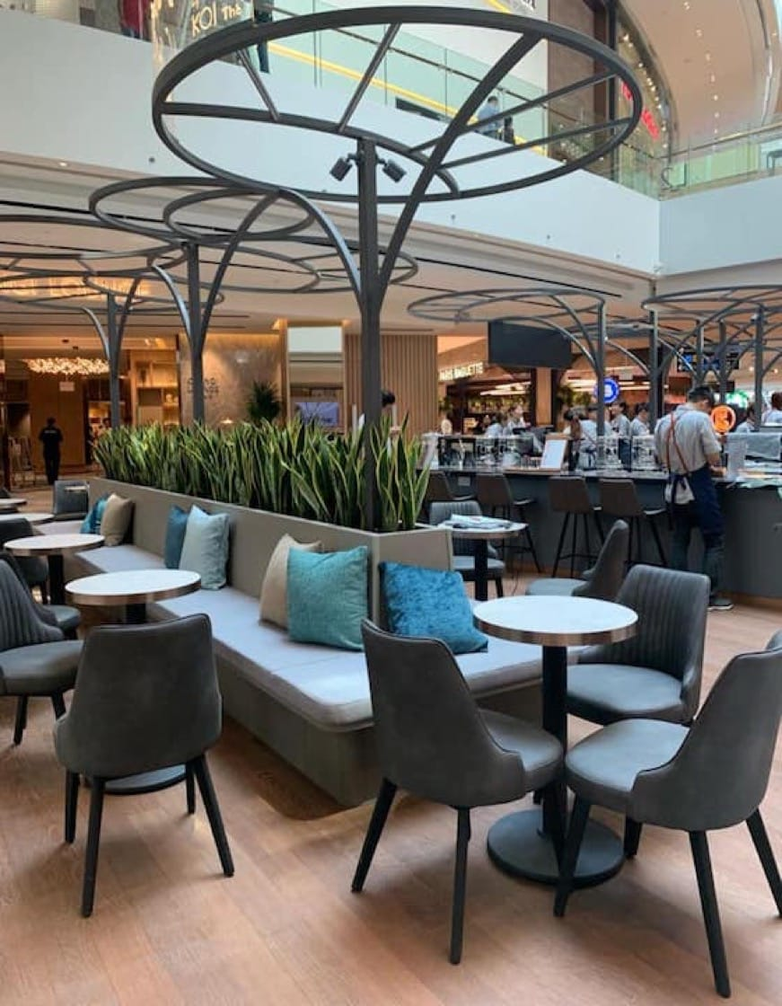 https://d3h1lg3ksw6i6b.cloudfront.net/media/image/2019/04/10/b6646617d2654f35876a4a13daa941ec_Jewel+Changi+Airport_Koi+Signature+Bar_Singapore.jpg