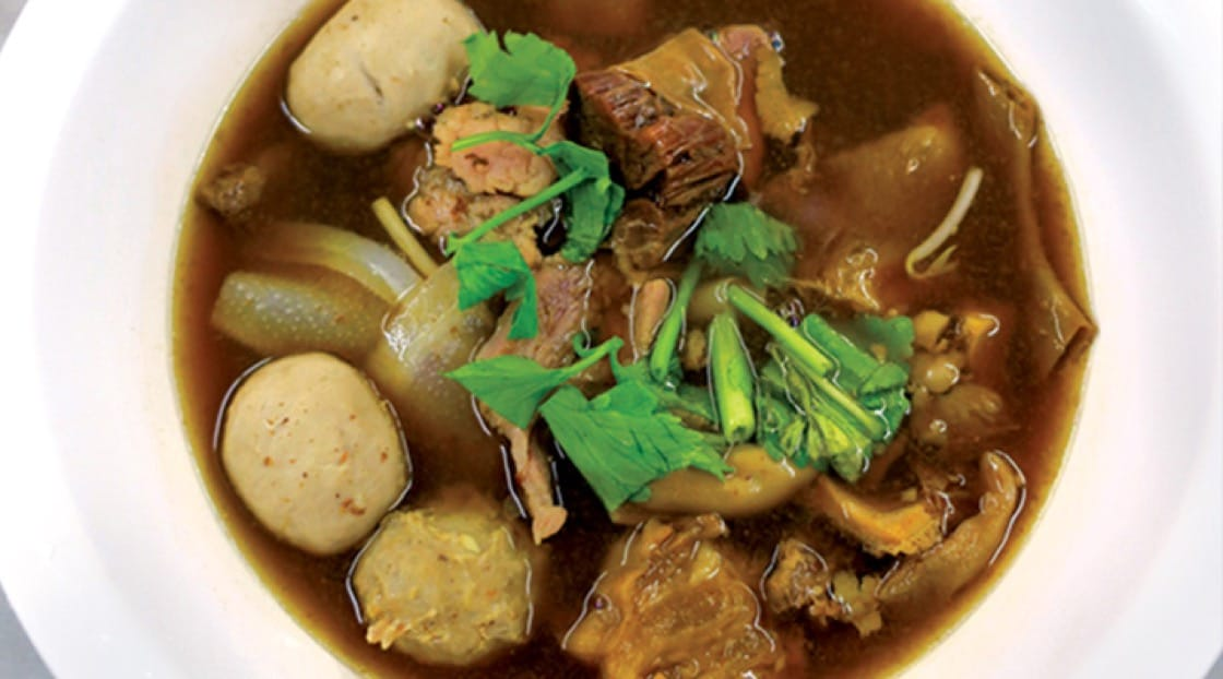 Wattanapanit (Ekkamai)'s aromatic stewed beef with noodles.