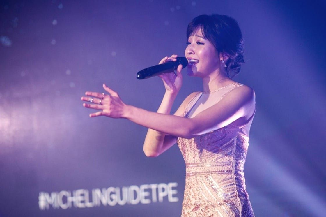 Taiwanese songstress Cindy Yen enthralled the crowd.