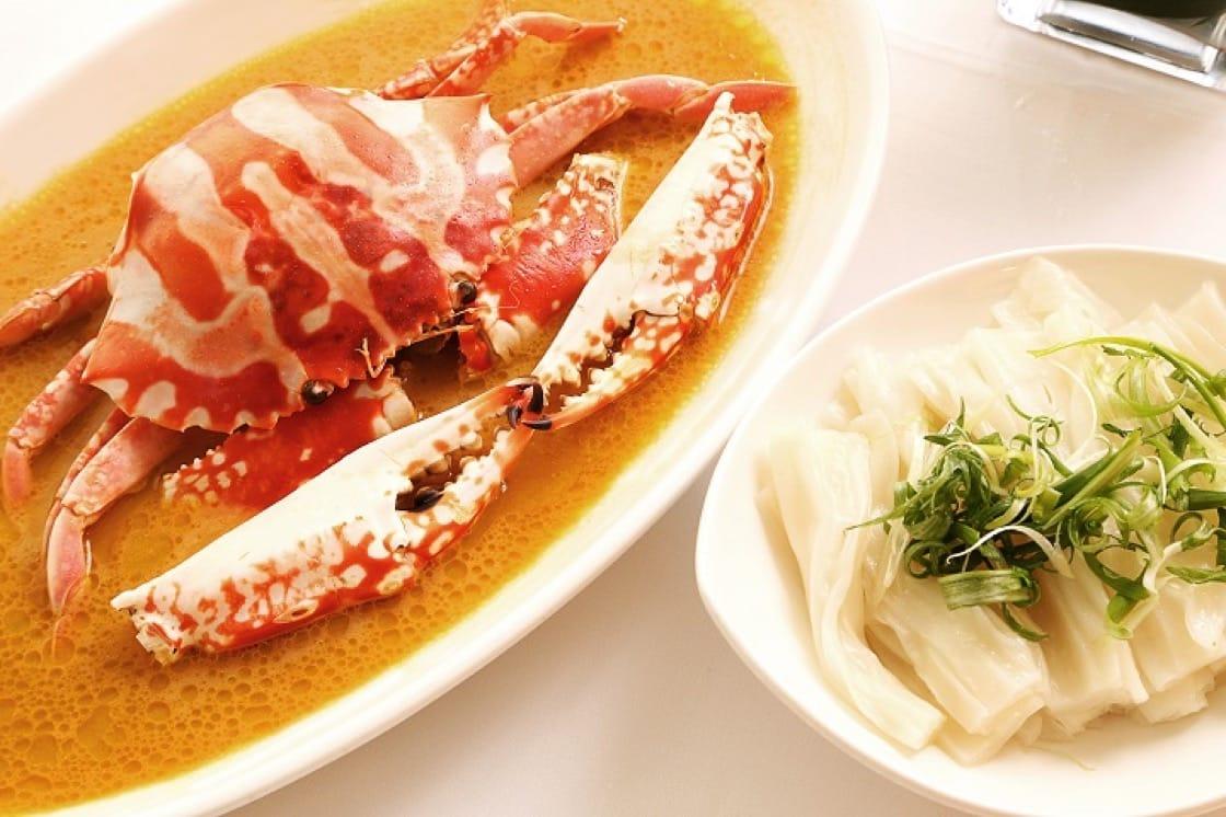 雞油花雕蒸花蟹配陳村粉,充分表現粵菜精妙細緻的一面。(圖片:大班樓)