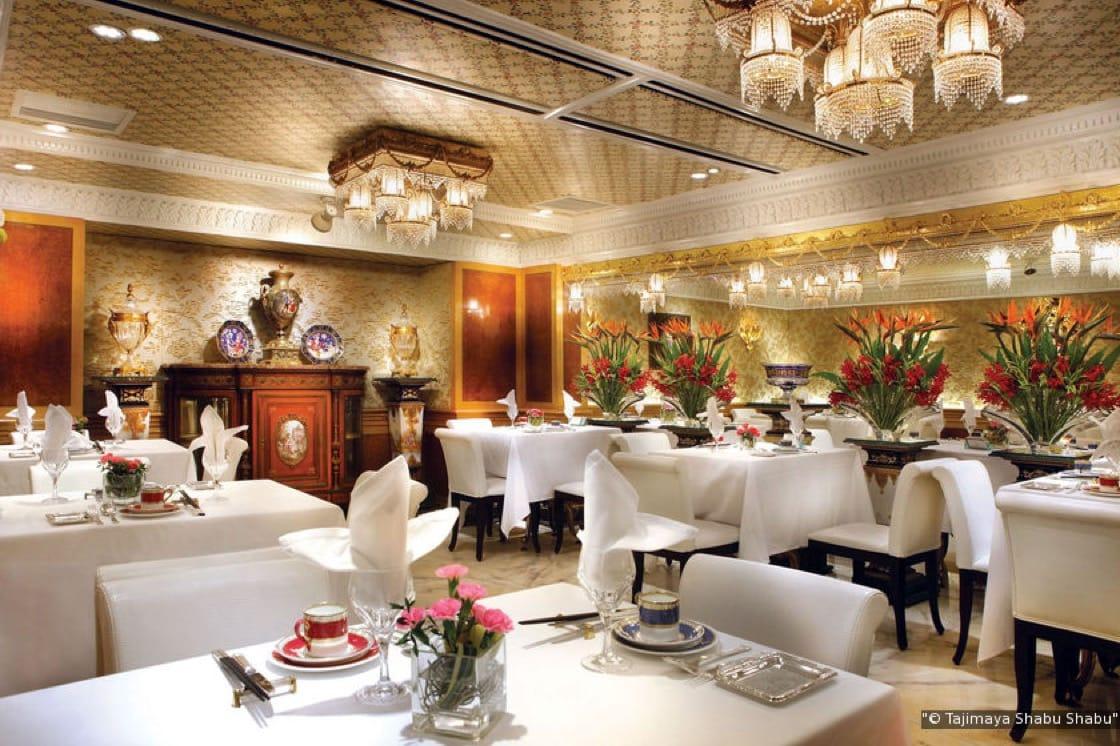 台南担仔麵以以新鮮高檔的海鮮為主題,佐以英國國寶級Wedgwood骨瓷餐具、華麗水晶燈引領風潮。