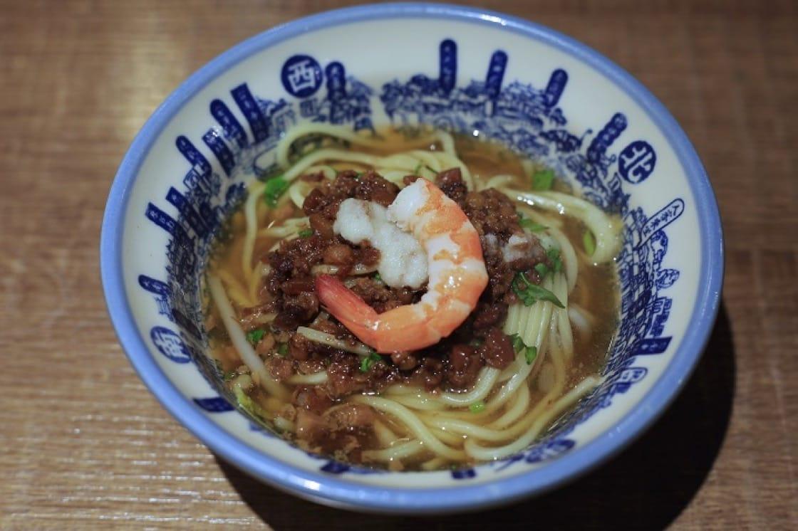 蝦子是擔仔麵的重點配菜。