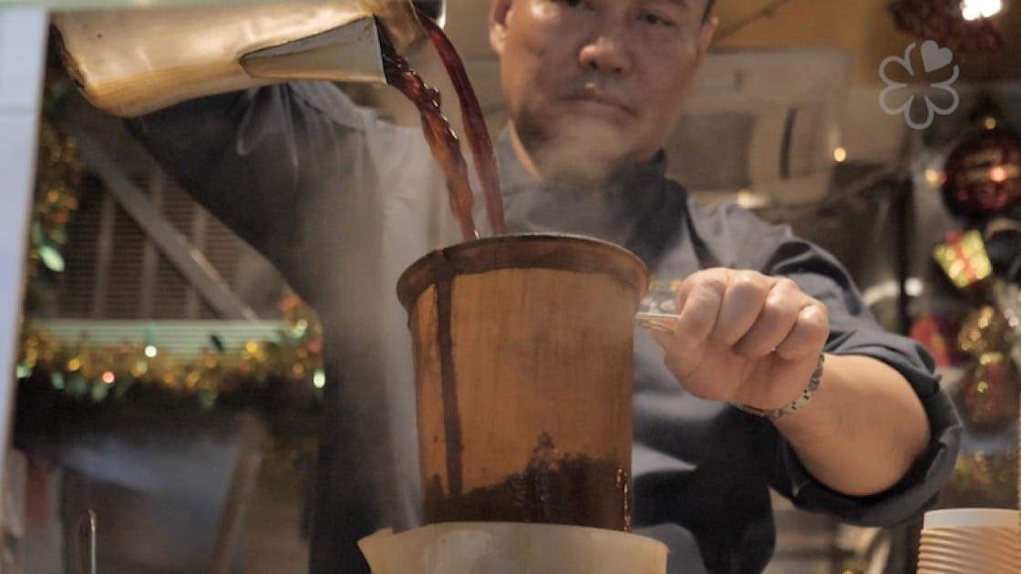 港式奶茶的力量和文化,令 Eric 產生興趣,要深入了解它。