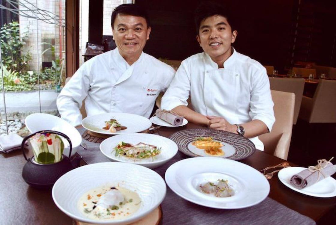 Chef Ian Kittichai of Tangerine in Resorts World Sentosa (left) with Thai chef Thitid Tassanakajohn in a recent cooking collaboration. (Photo: RWS)