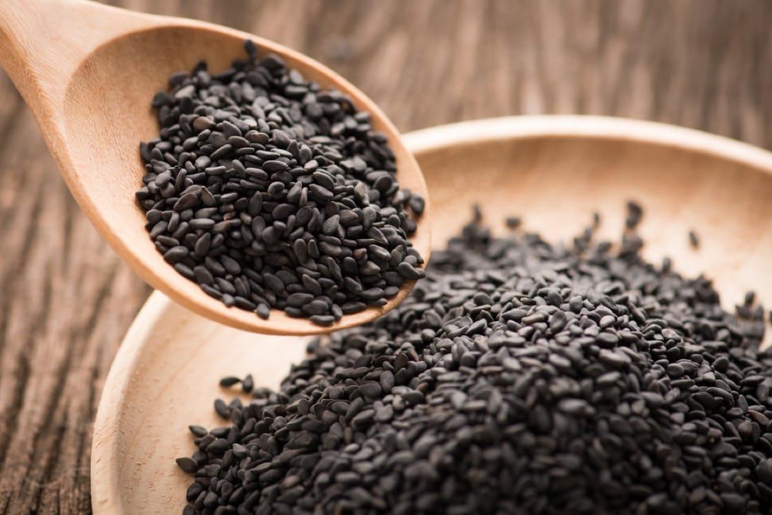 黑芝麻具有補腎暖身的功效,是女性手腳冰冷的解藥。(資料圖片)