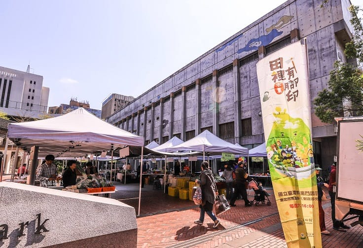 Footprints in the Field Farmers Market is Taiwan's first farmer's market that focuses on agricultural productivity while taking care of the animal's wellbeing at the same time.