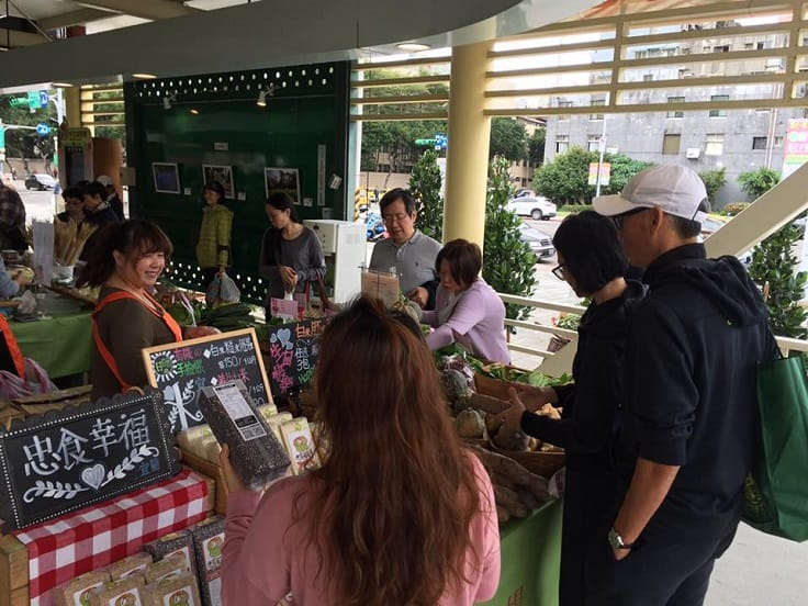 Besides food stalls, Taipei Hope Plaza Farmers Market also has a cooked food area where visitors can enjoy freshly-prepared food.