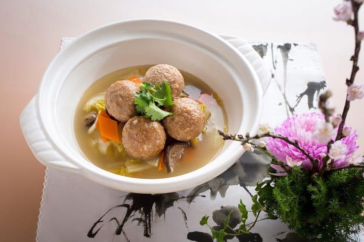 Green Monday 在台灣啟動,多家餐廳響應,圖為君品酒店雲錦中餐廳推出的砂鍋白菜素獅子頭。(圖片:Green Monday)