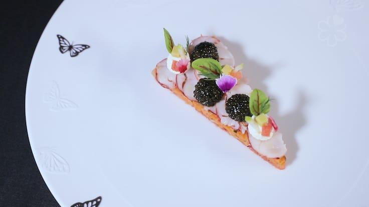 Vulin 的招牌菜:烚布列塔尼藍龍蝦,日本柚子及西瓜醋汁