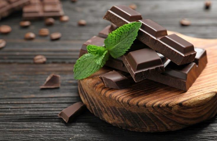 黑朱古力美味好吃,也可增強記憶,讓人開心。(資料圖片)