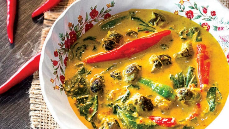 River Snails in Yellow Curry - Yoong Khao Hom