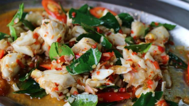 Stir-fried crab with bird's eye chillies.