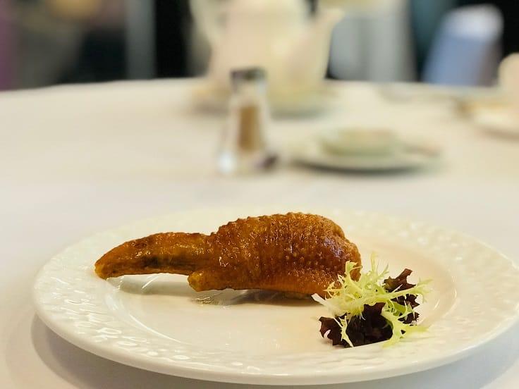 燕窩釀鳳翼 11、12年前推出,迅速流傳官紳名流界,人人風聞而至,就是為了一嚐這道菜。(圖片:黎樹基)