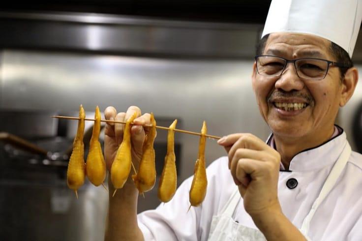 名人坊行政總廚、人稱富哥的鄭錦富,巧妙把燕窩和雞翼合二為一。(圖片:鄭錦富)