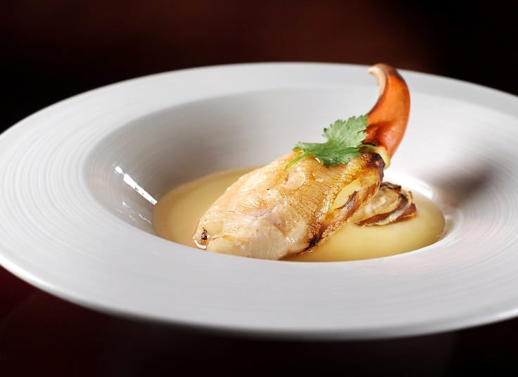 除了黑豚肉叉燒,花雕蛋白蒸蟹箝也是劉秉雷的得意菜式,其精髓在吸收蟹鮮的蛋白,跟花雕最配。(圖片:天龍軒)