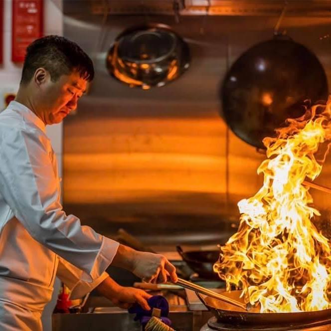 黃永強師傅是紅褲子出身,慨歎現今粵菜入行者少。(圖片:香港文華東方酒店提供)