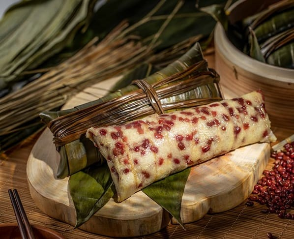 中山蘆兜糭,一條蘆兜葉可以包一隻糭。(圖片:大記攦粉糕點專門店面書)