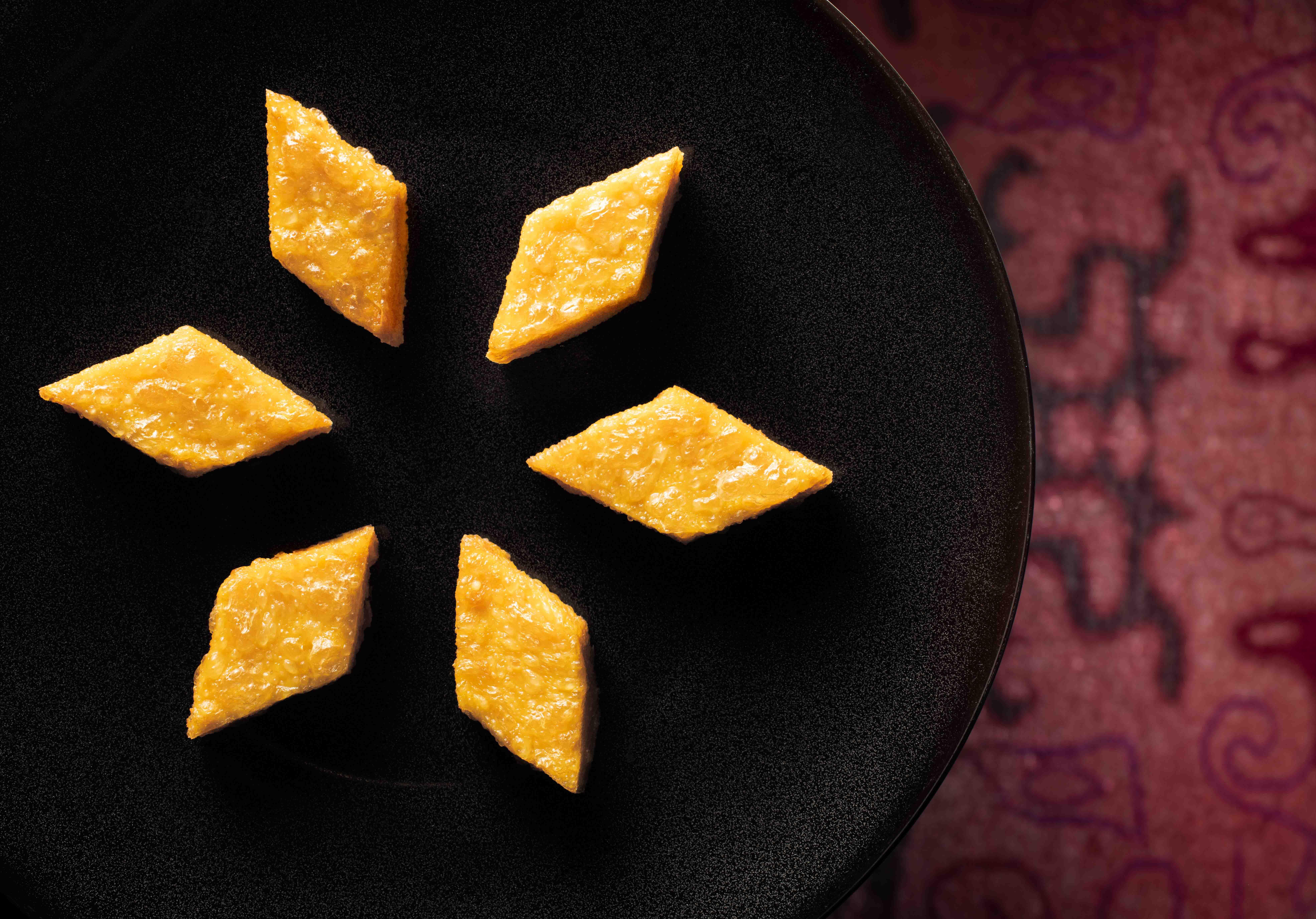 戈渣是古老粵菜,手工繁複,愈來愈少人做,文華廳以海膽取代雞子,重現這道經典菜式。(圖片:香港文華東方酒店提供)