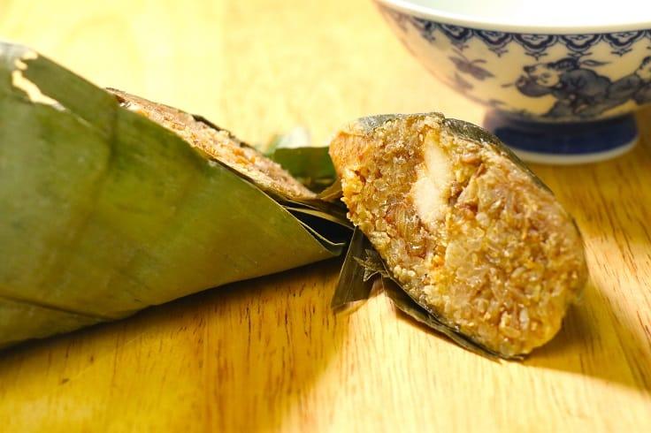 傳統嘉湖鹹肉糭,糯米用醬油浸過,十分夠味。(圖片:陳佳男)