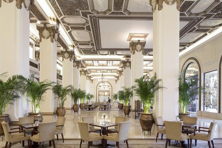 香港半島酒店大堂茶座。(圖片:香港半島酒店)
