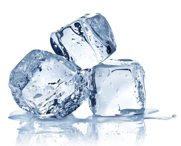 冰一般可分為食用冰和工業碎冰兩種。(資料圖片)