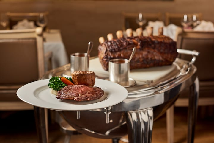 Live up the British tradition of having a weekend roast at Gordon Grill. (Photo: Goodwood Park Hotel)