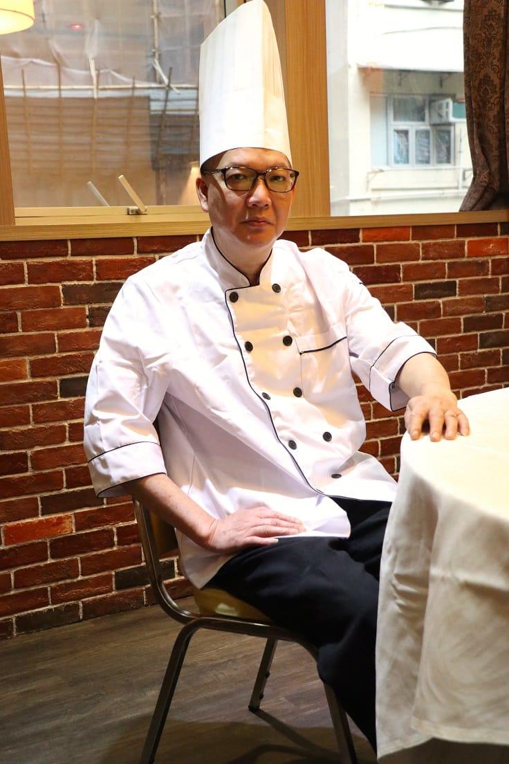輝哥對烹飪十分認真專注。(攝影:陳佳男).JPG