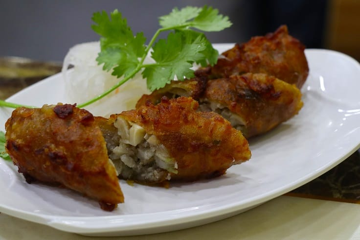 五香雞卷,是極受鄉里歡迎的福建菜式。(圖片:陳佳男)