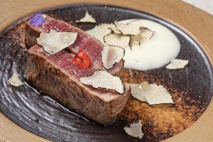 主菜夏多布利昂牛排(Chateaubriand steak)配黑松露及薯仔泡沫。(圖片:和牛蕃)