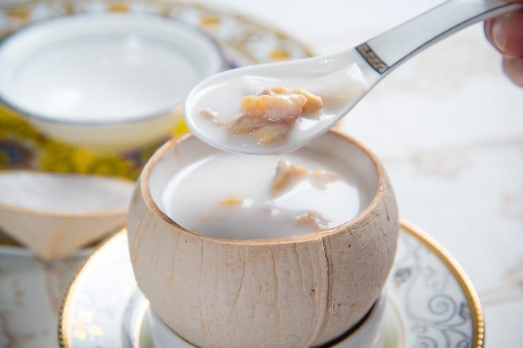 由李家鼎與黎樹棋攜手,在西九戲曲中心推出拿手燉湯及燒鵝。(圖片:鼎爺棋哥)