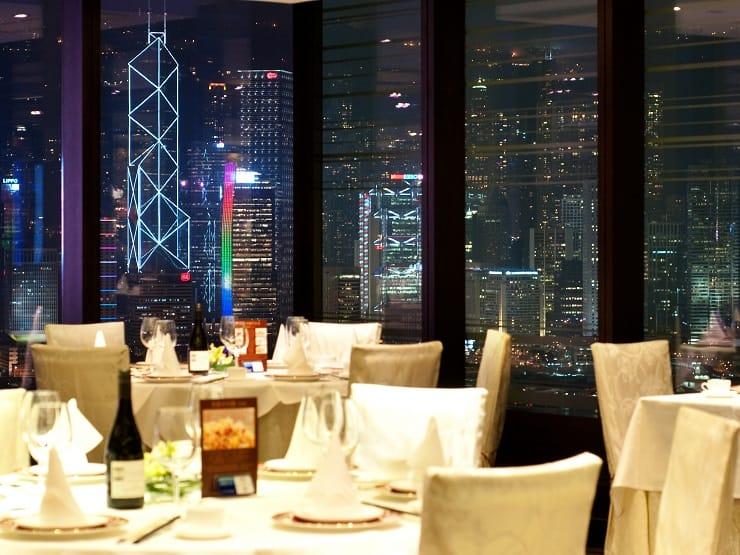 阿一海景飯店擁有維港美景。