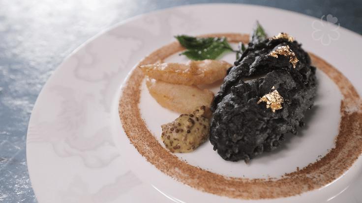 脆皮百花釀刺參也是譽瓏軒的招牌菜。