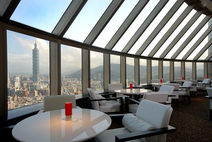 香格里拉台北遠東國際大飯店是室內最高的酒店,又鄰近101,盡收美景。(圖片:香格里拉台北遠東國際大飯店提供)