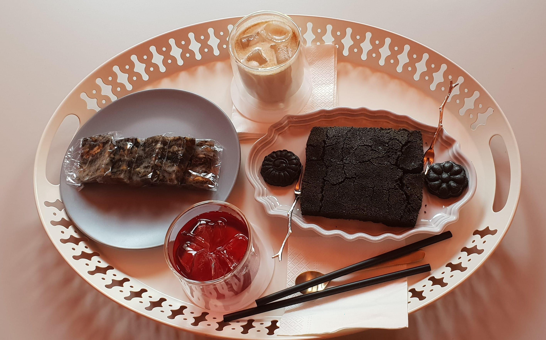 설봄 (Seolbom) 의 구름떡과 흑임자인절미