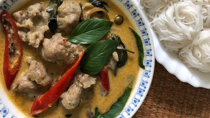 綠咖喱麵(Kanom Jeen Gaeng Kiew Wan)(照片: Su Snitbhan)