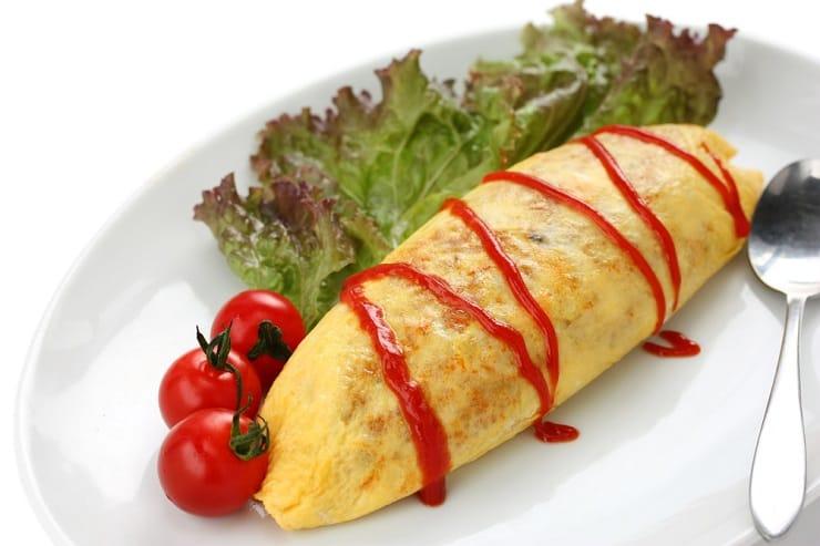傳統橄欖形以蛋皮包着茄汁炒飯,飯粒乾身無汁,像大餃子的外形。(資料圖片)