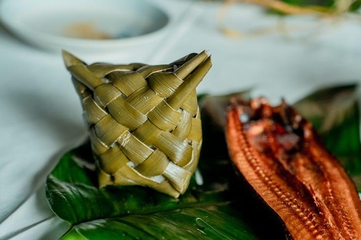 林投葉編織而成的阿里蓬蓬與月桃煙燻飛魚。