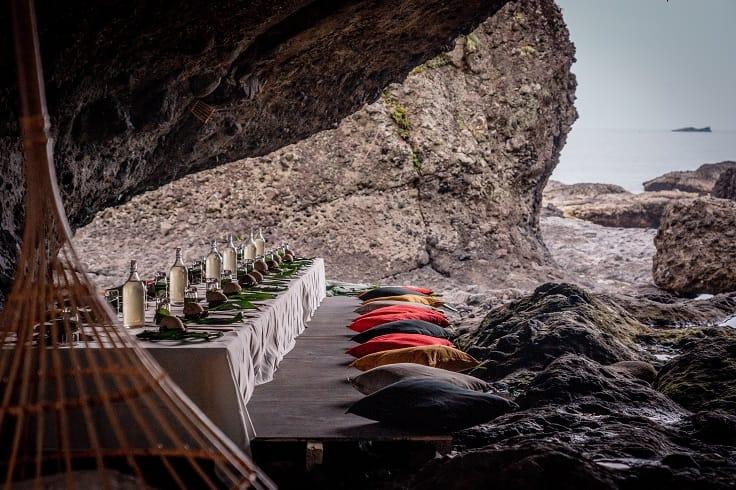 花蓮豐濱海邊秘境、佐著浪花的餐桌。