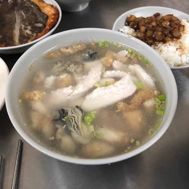 田原諒悟在台南安平品嘗到虱目魚的各種料理。(照片:田原諒悟提供)