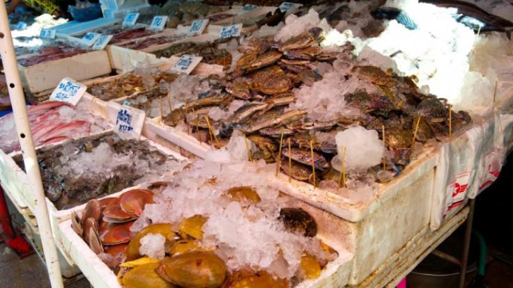 อาหารทะเลจากตลาดบ้านเพ เครดิตภาพจากการท่องเที่ยวแห่งประเทศไทย