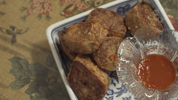 The ngoh hiang is rolled with chicken and prawn, and not pork.
