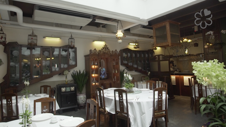 The interiors of True Blue Cuisine is decked out in Peranakan antiques and memorabilia. (Photo: Kenneth Goh)
