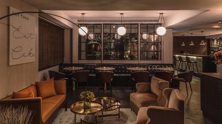 Chou Chou 改裝後重開,將原來一部分的座位改為客廳,讓客人在用餐前能先小酌一杯,享受輕鬆氛圍。(圖片:Chou Chou 提供)