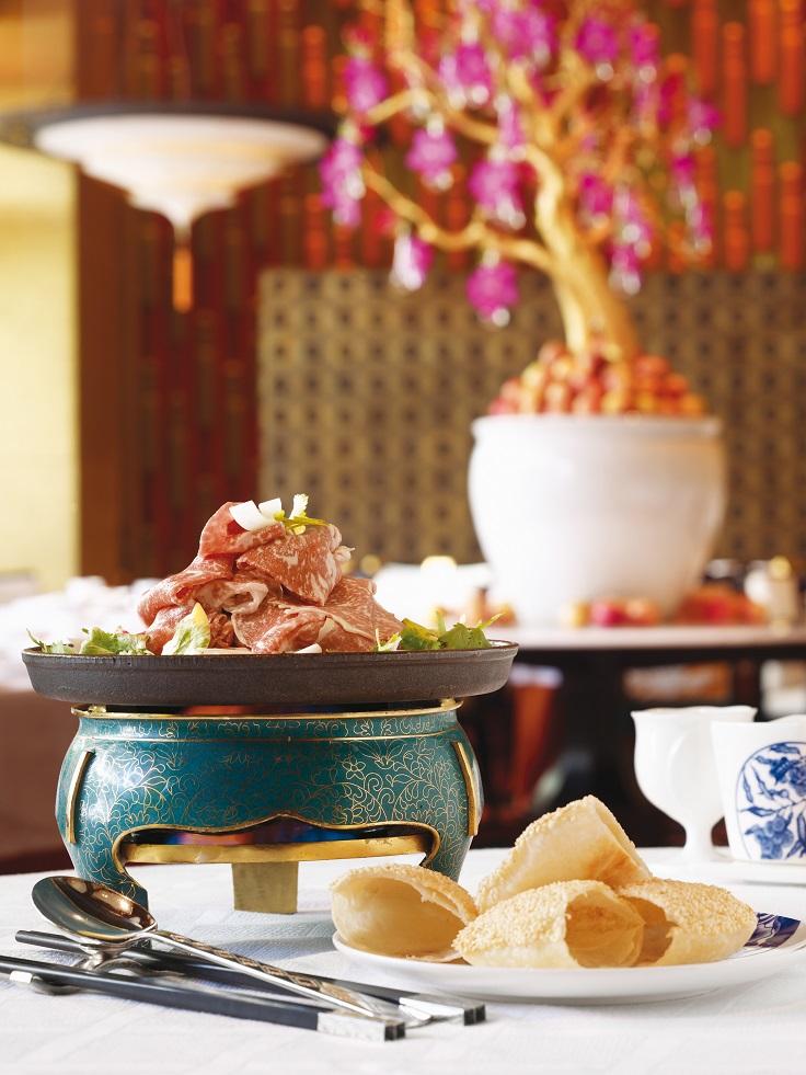 京花軒的烤牛肉片與芝麻餅。